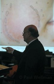 Bob Sanger demonstrates a mapping of the bite mark