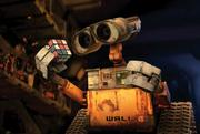 Pixar's WALL-E visually enchants and entertains.