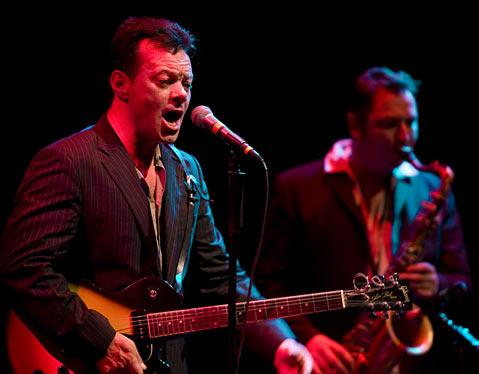 Bluesy Brit James Hunter rocked the Lobero Theatre during his half of last Saturday&#39;s Sings Like Hell split bill. 