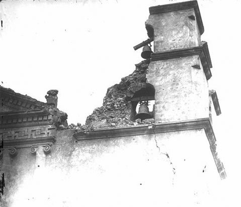 The Santa Barbara Mission sustained damage after the 1925 earthquake.