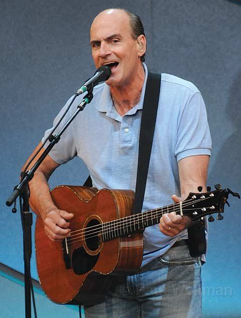 Folk icon James Taylor dished out a diverse collection of standards, covers, and original songs during his nearly three-hour performance at the Bowl last Friday.