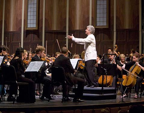 Peter Oundjian was dynamic on the podium throughout the six movements of Mahler's Symphony No. 3.