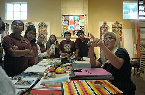 Artist Max Hirschfield speaks to a group of 6th graders from Cesar Ch¡vez Charter School.