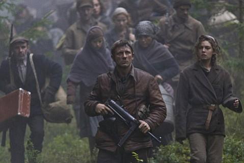 Daniel Craig stars as Tuvia Bielski in the Holocaust film <em>Defiance</em>.