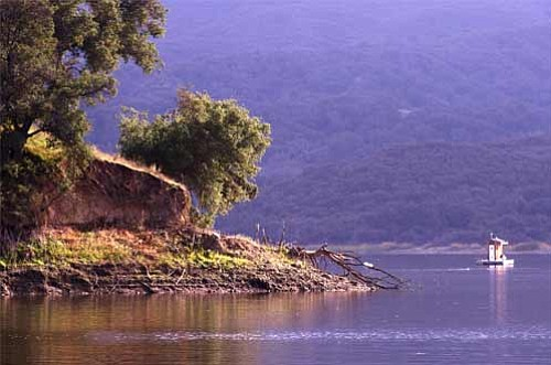 Winter boat tours at Lake Cachuma offers gorgeous scenery.