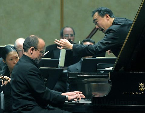 Andre-Michel Schub at the keyboard, and Cho-Liang Lin conducting the Santa Barbara Chamber Orchestra, in a concerto by Mozart.