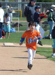 Mets Ryan Fitch heads for 2nd base