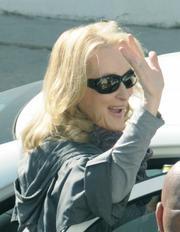 Meryl Streep waves goodbye to fans