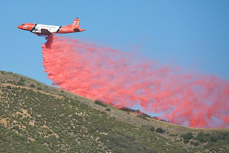 Fixed-wing aircraft hammer Cielo crest to provide fire fighters with a buffer should the flames hit the mountaintop.