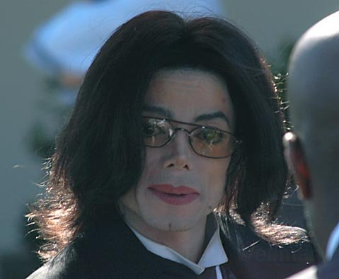 Michael Jackson outside the Santa Maria Courthouse Feb. 2005