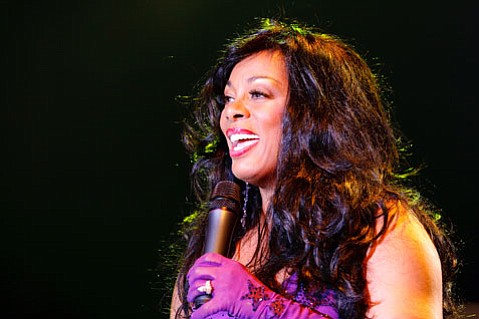 Disco diva Donna Summer dazzled fans with classic hits and new tunes last Thursday night at the Chumash Casino.