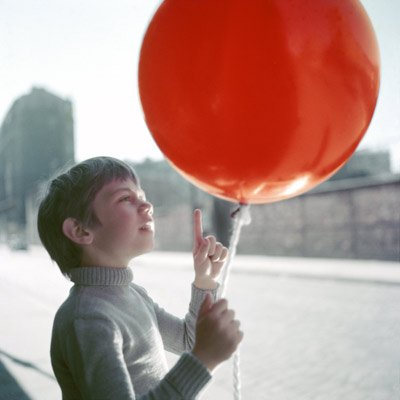 Albert Lamorisse's 1956 children's classic <em>The Red Balloon</em> (pictured) will screen alongside his <em>White Mane</em> this Wednesday, July 8, at UCSB's Campbell Hall.