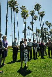Santa Barbara Clergy memorialize the deaths of 17 homeless people to date in 2009