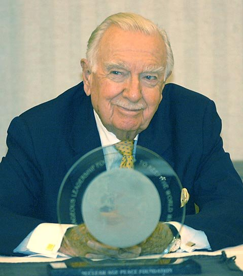 Walter Cronkite with the Nuclear Age Peace Foundation's 2004 Distinguished Peace Leadership Award