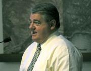 Botanic Garden Executive director Ed Schneider addresses the planning commission
