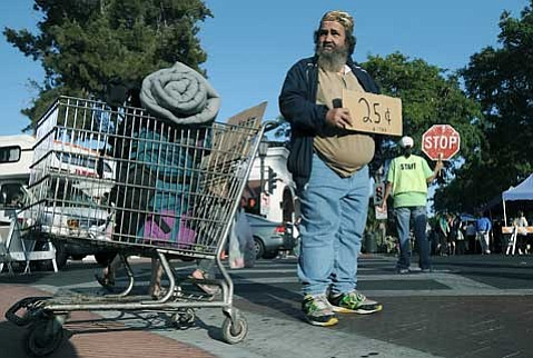 """<strong>CHOICES FOR BEGGARS:</strong>  Under the city's new ordinance, passive panhandling with a sign, as practiced by David """"Homeless,"""" will still be protected by free speech laws and allowed. Threatening or insulting language or behavior, however, will be verboten, as will any panhandling near bank lines, outdoor restaurants, and movie theater queues."""