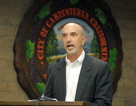 <strong>ONE IS A LONELY NUMBER:</strong>  Venoco relations liaison Steve Greig was the only person at Monday's emergency meeting to speak in favor of the proposed offshore drilling project. He claimed Carpinteria's staff report, which found numerous faults in the company's proposal, was biased, and argued the initiative would generate significant income for the city.