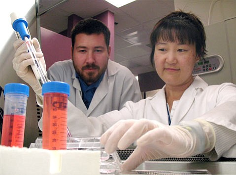 Dave Buchholz and Sherry Hikita in the Stem Cell Labat UCSB.
