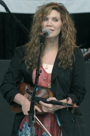 A violin-toting Alison Krauss returned to town with Union Station this past Friday.