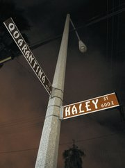 A street lamp without power at the corner of Haley and Quarantina streets