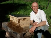 SBBA President Paul Cronshaw with one of his healthy hives.