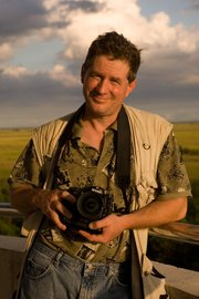 <b>GRIZZLED PHOTOG:</b>  Joel Sartore discusses his close encounters with grizzlies and other wild animals this Sunday at UCSB's Campbell Hall.