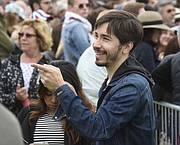 Justin Long on hand to support Bernie Sanders at SBCC (May 28, 2016)