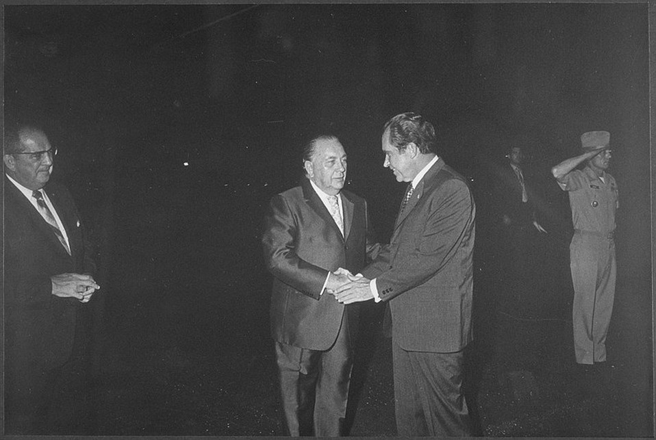 Nixon arrives on the tarmac in 1971 and is greeted by Daley, the storied mayor of Chicago.