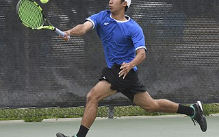Four-time league champion Kento Perera of San Marcos breezed through his two matches to advance into this week's final rounds.